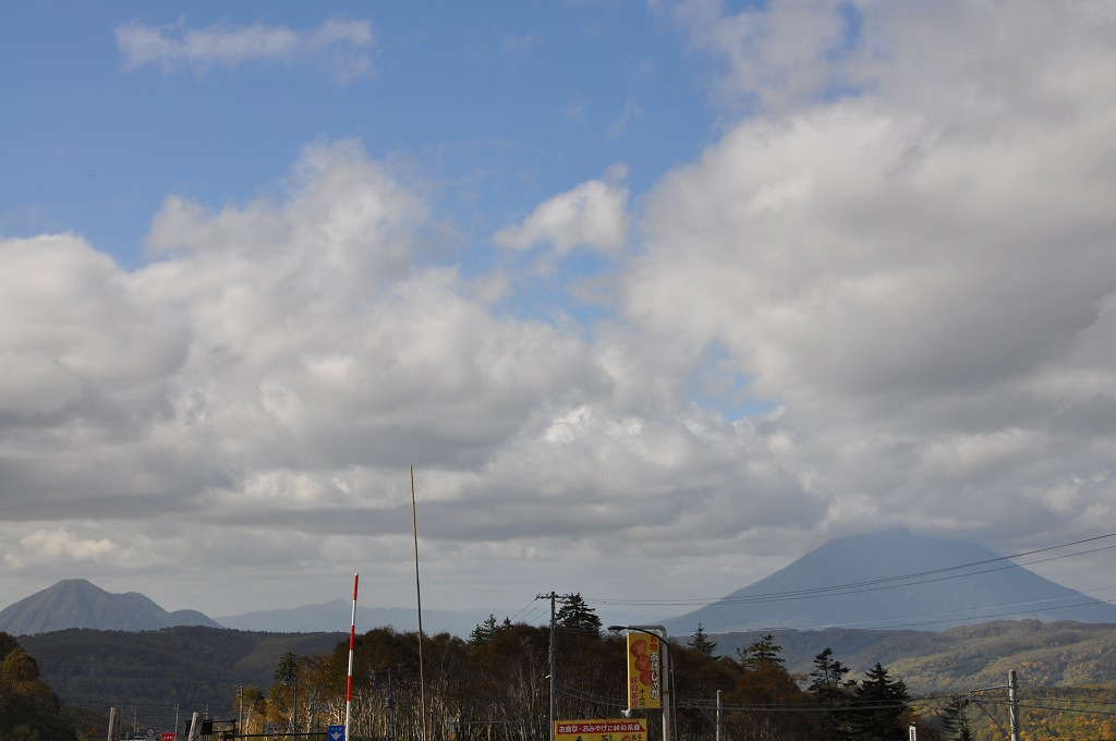 羊蹄山と周辺の山々